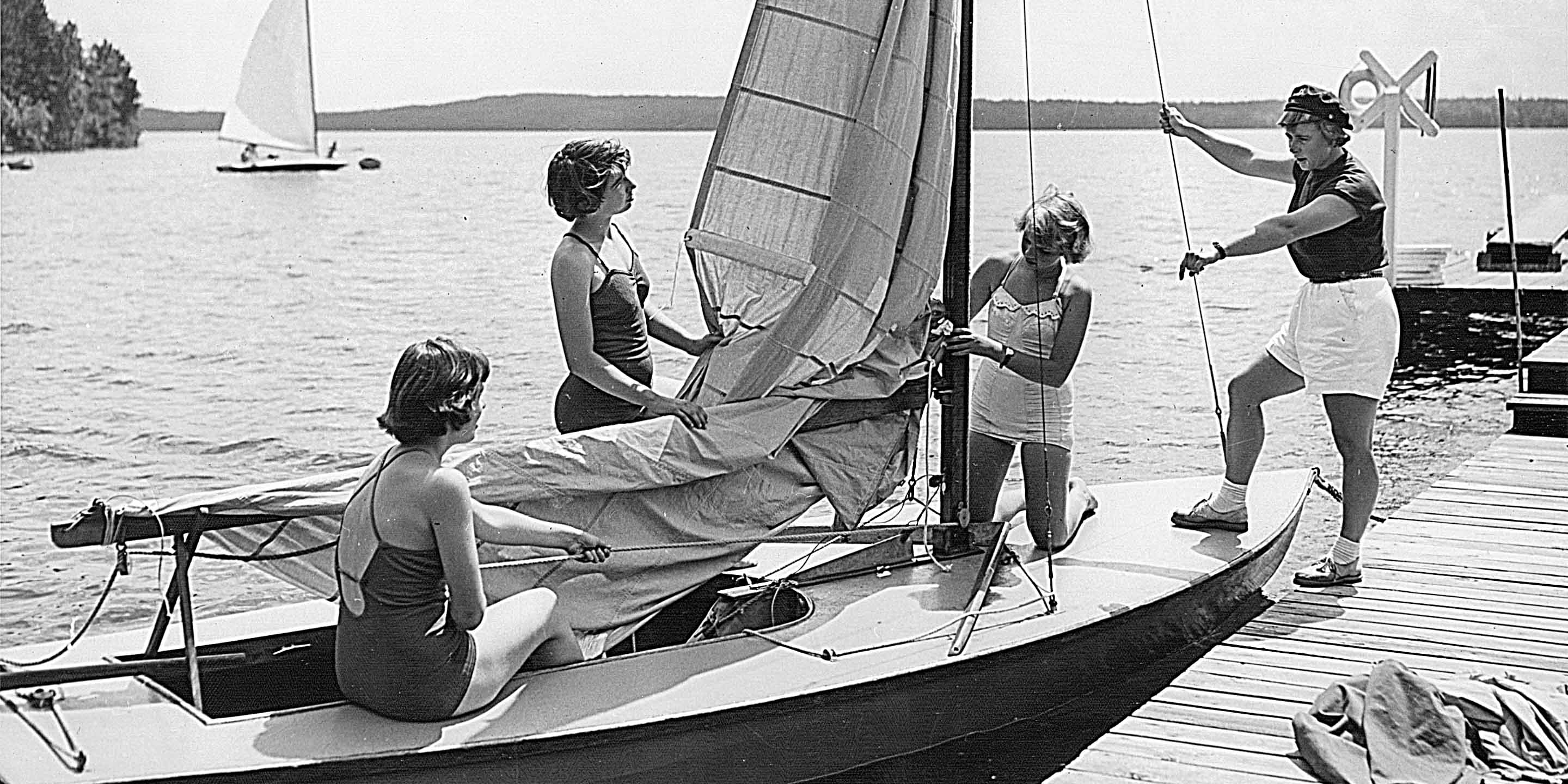 Black and white photo of 1952 campers preparing to sail